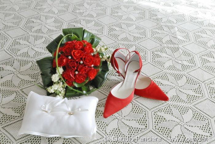 Sposa pronta con le fedi