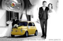 Sposi con la 500 gialla