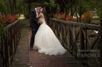 Fotografia di matrimonio attraversando il ponte del nostro Amore